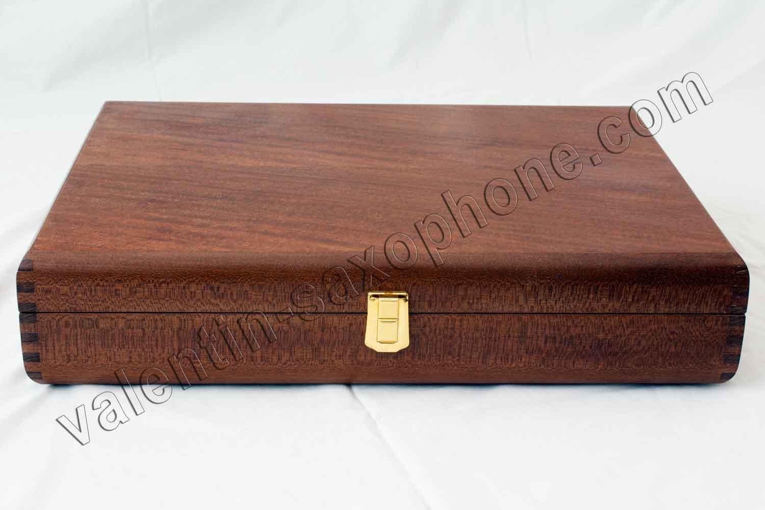 Valentin cases : The box frame is in Mahogany, assembled in finger joint.