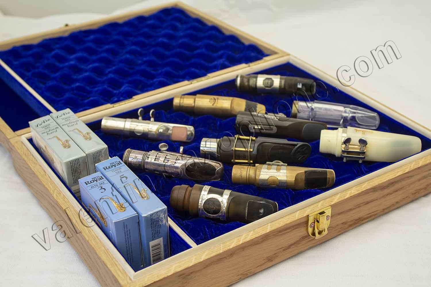 Valentin cases : The case feature a compartment for 4 reeds boxes, i.e. 40 reeds.