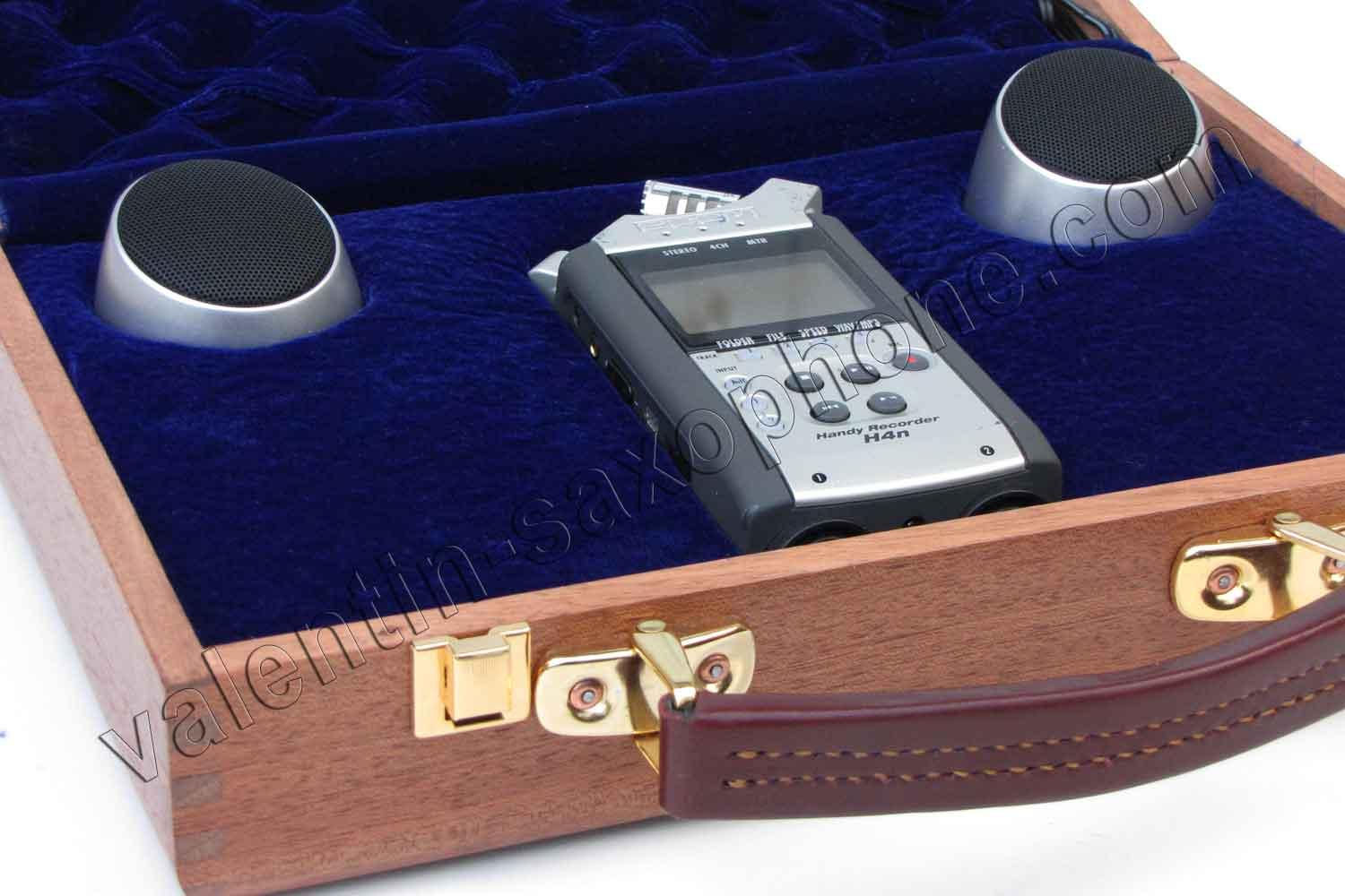 Valentin cases : This Deluxe suitcase keeps your digital recorder safe and secure.<br>The device is not included in the sale.